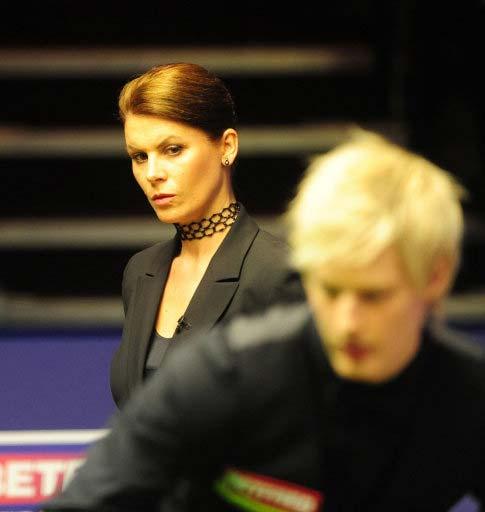 图文-斯诺克世锦赛1/4决赛次日美女裁判偷窥罗伯逊