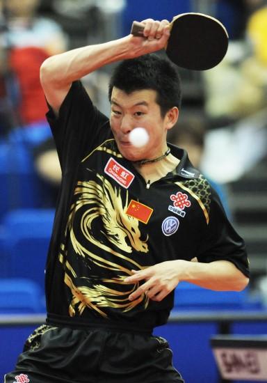 图文-世乒赛男单张超出局瞄准来球蓄势待发
