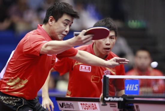 图文-世乒赛男双第三轮激战王皓反拍回球