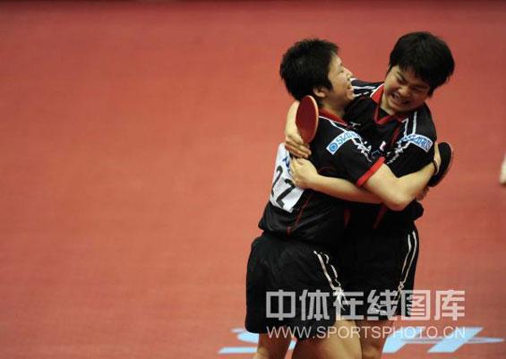 图文-世乒赛男双1/4决赛水谷隼/岸川圣也狂喜