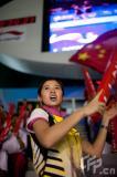 """图文-苏杯最美女球迷""""换装""""助阵为中国加油"""