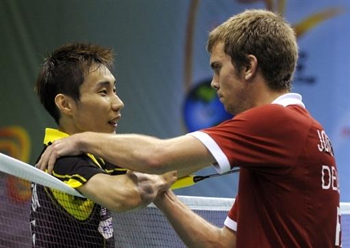 图文-苏杯马来西亚胜丹麦进四强李宗伟约根森握手