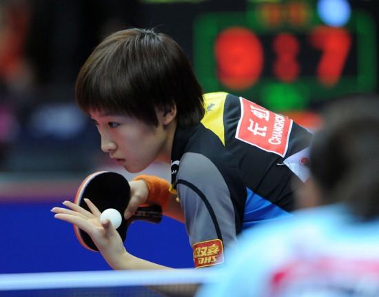 图文-亚洲杯乒乓球赛1\/4决赛赛况 刘诗雯发球瞬