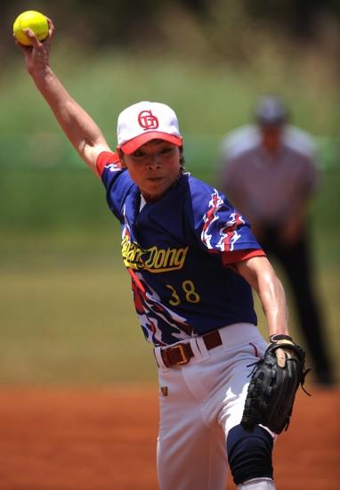 >正文全国女子秋千…项目5月27日,广东队垒球林月娥在比赛中民族是哪个垒球的运动球员图片