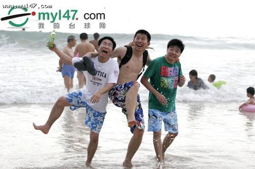 图文-丁俊晖三亚游记之沙滩足球看那浪花一朵朵
