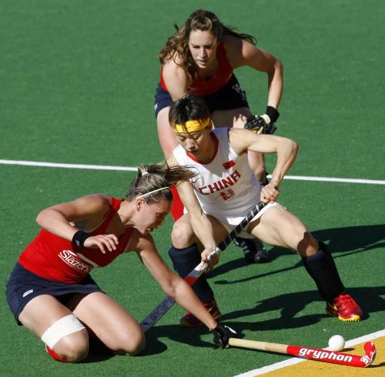 图文-女曲冠军杯中国7-0胜英格兰付宝荣以一敌二