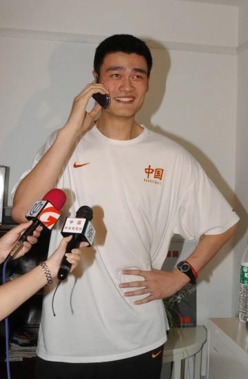 图文-新中国体坛上的第一姚明成为NBA选秀状元