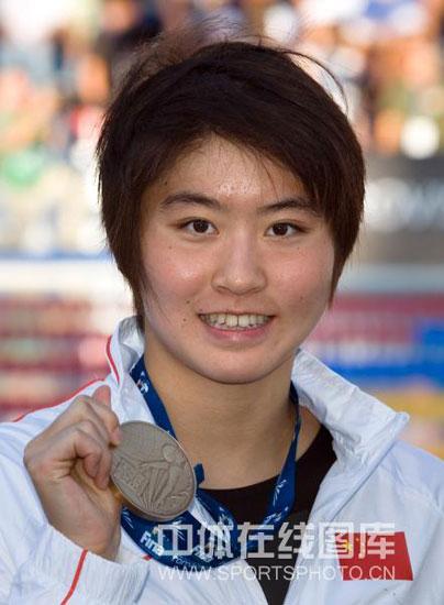 图文-世锦赛女子100米蝶泳决赛秀一秀我的铜牌