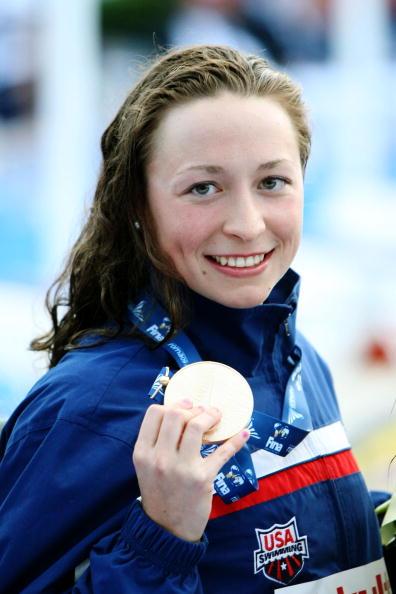 图文-世锦赛女子200米个人混合泳库科尔斯展示金牌