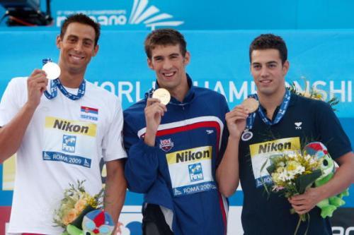 图文-菲尔普斯100米蝶泳破纪录夺冠傲视群雄