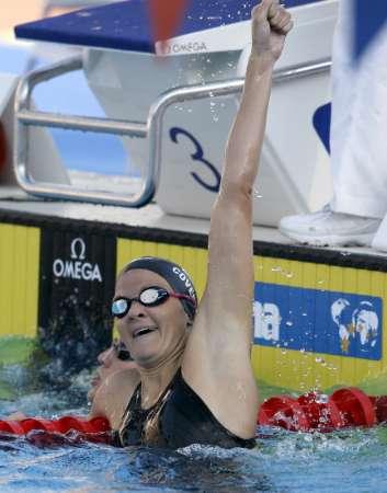 图文-游泳世锦赛女子200米仰泳考文垂庆祝胜利