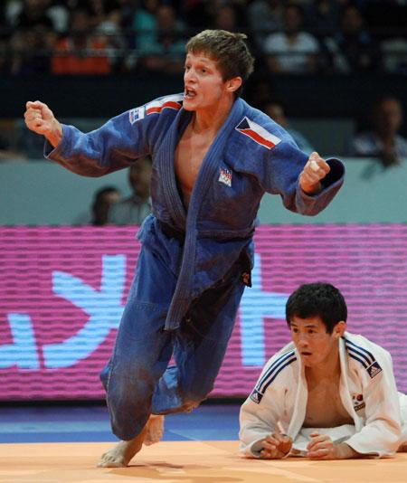 图文-柔道世锦赛首日奥运冠军崔敏浩被一本横扫