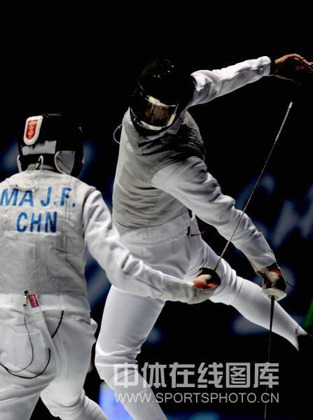 图文-全运会男子花剑个人赛张亮亮夺冠艺高人胆大