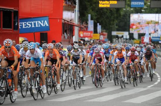 图文-环西班牙自行车赛落下帷幕选手前行你追我赶