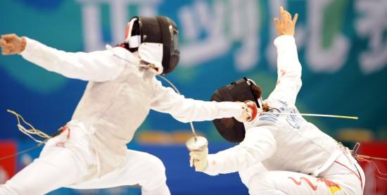 图文-全运会22日击剑赛况孟洁准确刺中对手