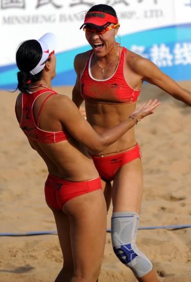 图文-全运会女子沙滩排球半决赛王菲/田佳欢呼胜利