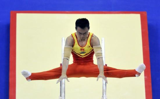 图文-体操世锦赛王冠寅获双杠冠军动作规范标准