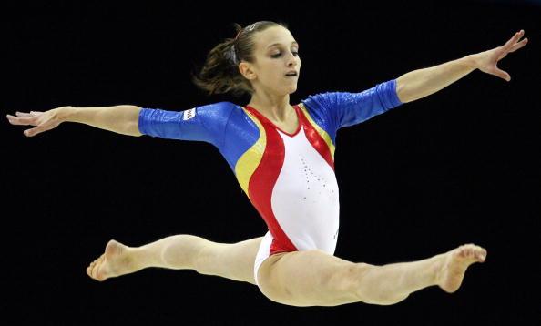 图文-女子自由体操决赛战况罗马尼亚选手比赛中