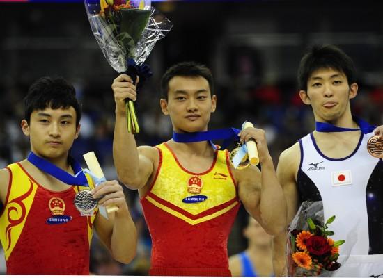图文-世锦赛王冠寅获双杠冠军中日选手包揽前三名