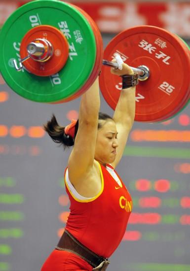 图文-女子举重75公斤级决赛曹磊举出全国冠军