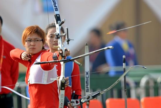 图文-全运女子反曲弓团体赛赛况程明专心致志
