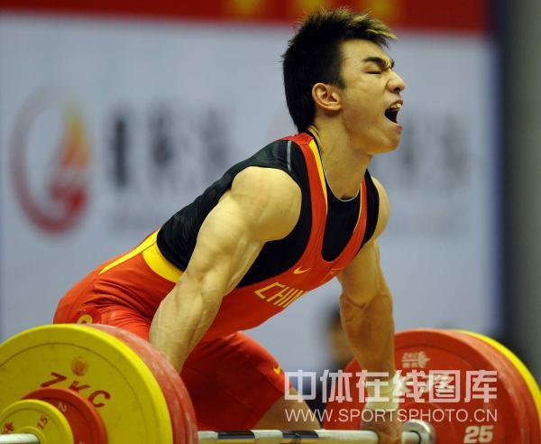 第十一届全运男子举重69公斤级决赛在济南市皇亭体育馆结束.四角飞镖折纸图片