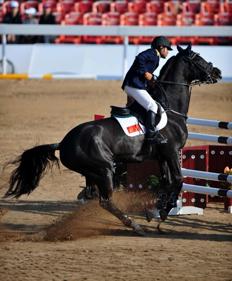 图文-马术场地障碍团体赛北京队骑手肖克来提