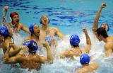队员水中庆祝胜利