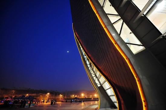 图文-全运会闭幕式即将开始奥体中心体育馆一侧