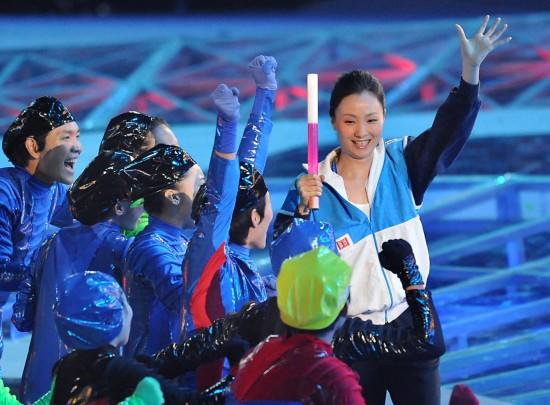 图文-全国运动会举行闭幕式陶虹挥手致意