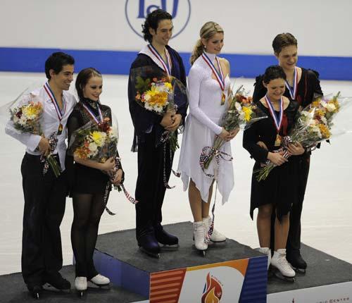 图文-美国站贝尔宾组合冰舞问鼎前三名组合领奖