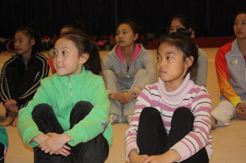 图文-艺术体操国家队09海选落幕两名小姑娘来学习