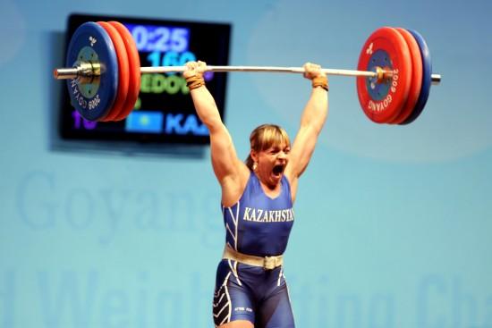 图文-波多别多娃破75公斤3项世界纪录吼声中夺魁