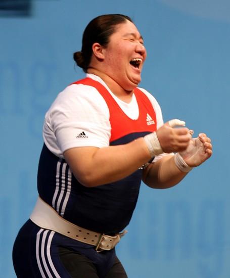 图文-女子75公斤以上级战况张美兰获两项冠军