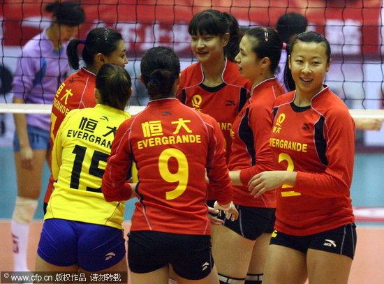 图文-郎平B组联赛首秀恒大VS河北冯坤与队友庆祝