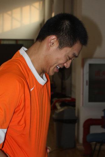 图文-探营中国男子花剑队冬训黄良财在偷偷笑