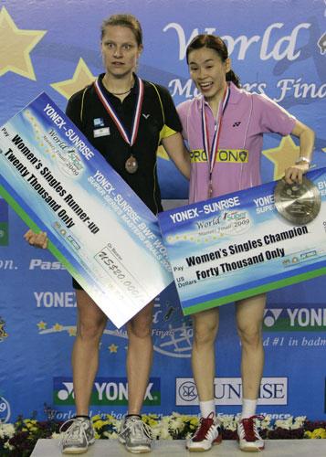 图文-羽联总决赛女单决赛女单冠亚军合影留念