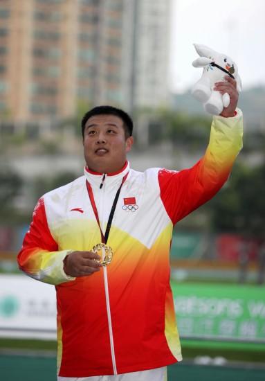 图文-东亚运会田径11日精彩瞬间张竣刷新铅球纪录