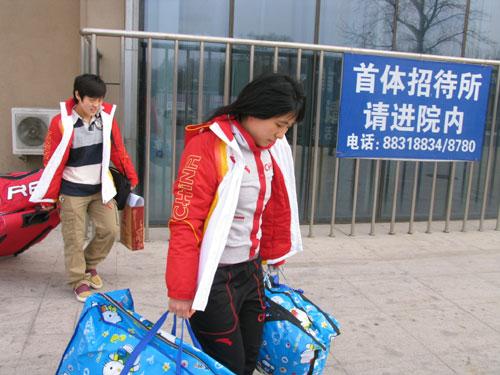 图文-中国女子冰球队出征冬奥会队长重任在肩
