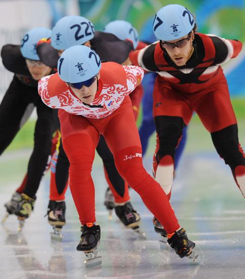 图文-冬奥短道速滑男子1500米预赛扎卡洛夫领跑