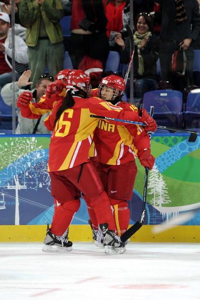 图文-[女子冰球]中国VS斯洛伐克王莉诺庆祝进球