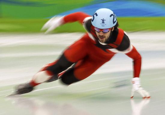 图文-短道速滑男子500米小组赛哈梅林快速过弯
