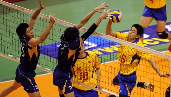 图文-男排总决赛上海队夺得冠军郭鹏发起进攻