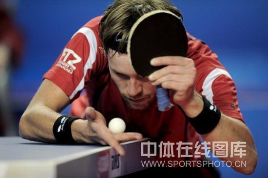 图文-广州国际乒乓球精英赛战况梅兹思考发球策略