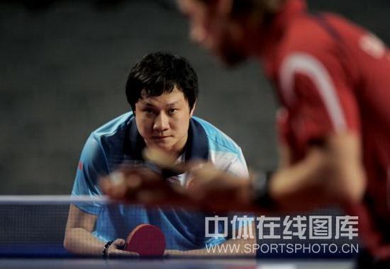 图文-广州国际乒乓球精英赛战况张钰隔网相对