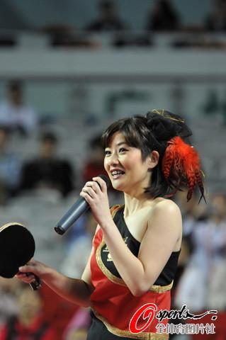 图文-2010国际乒乓球精英赛优雅谈吐气质不俗