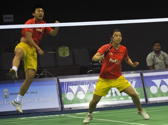 图文-羽毛球亚锦赛混双比赛邱子瀚轻松扣杀回球