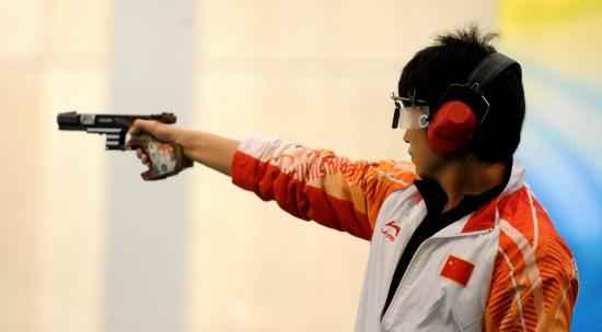 图文-李越宏男子25米手枪速射夺冠李越宏射击
