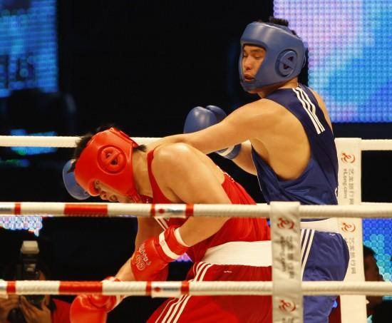 图文-邹市明亮相中国首届拳击联赛王磊磊胜李和帅