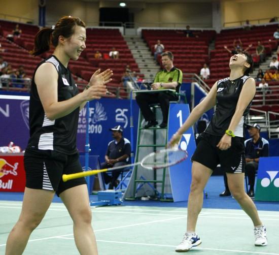 图文-尤伯杯决赛中韩争冠韩国女双取胜兴奋不已